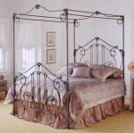 Ковано легло с балдахини