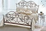 Ковано легло с флорални мотиви